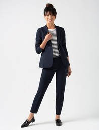 How to choose the right business wear for women