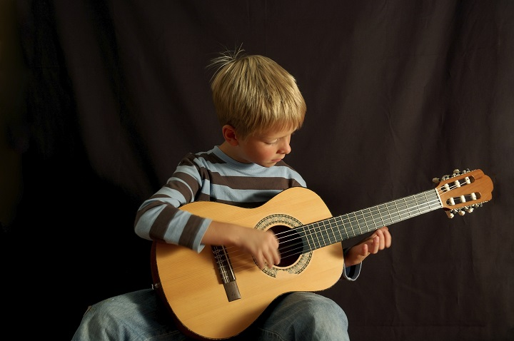 Small-acoustic-guitar-for-kids